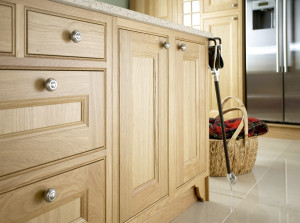 65_TETBURY_natural oak_SHAPED KNOB_stainless steel effect